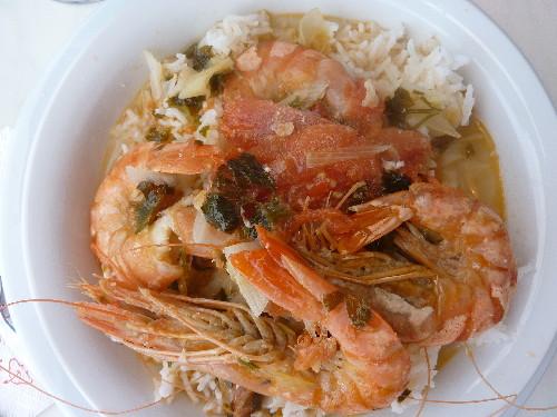 Crevettes à la tomate et riz blanc